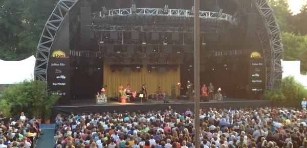 Hugh Laurie concert. Curatan gadoGado
