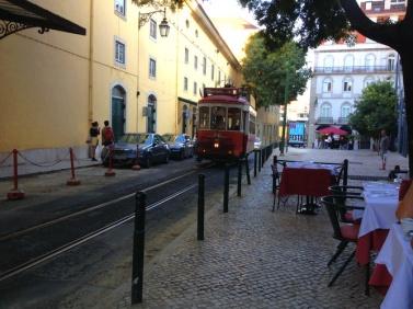 romantik train & local resto